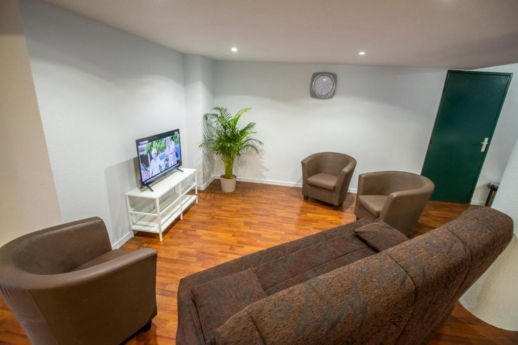 appart hotel reims champ de mars reims informationen. Black Bedroom Furniture Sets. Home Design Ideas