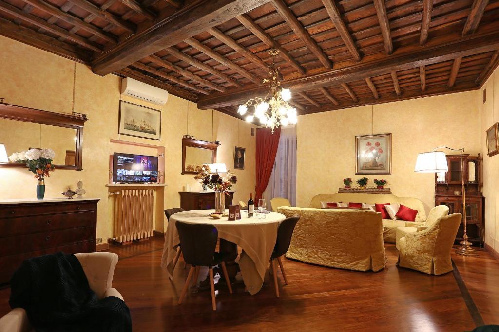 Best Price On La Casa Dell Orologio Di Palazzo Berardi In Rome