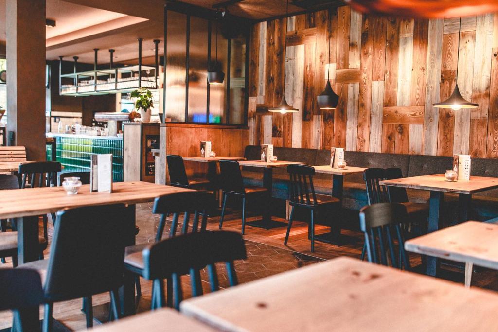 l we am tiergarten hotel cafe restaurant bar karlsruhe informationen und buchungen online. Black Bedroom Furniture Sets. Home Design Ideas