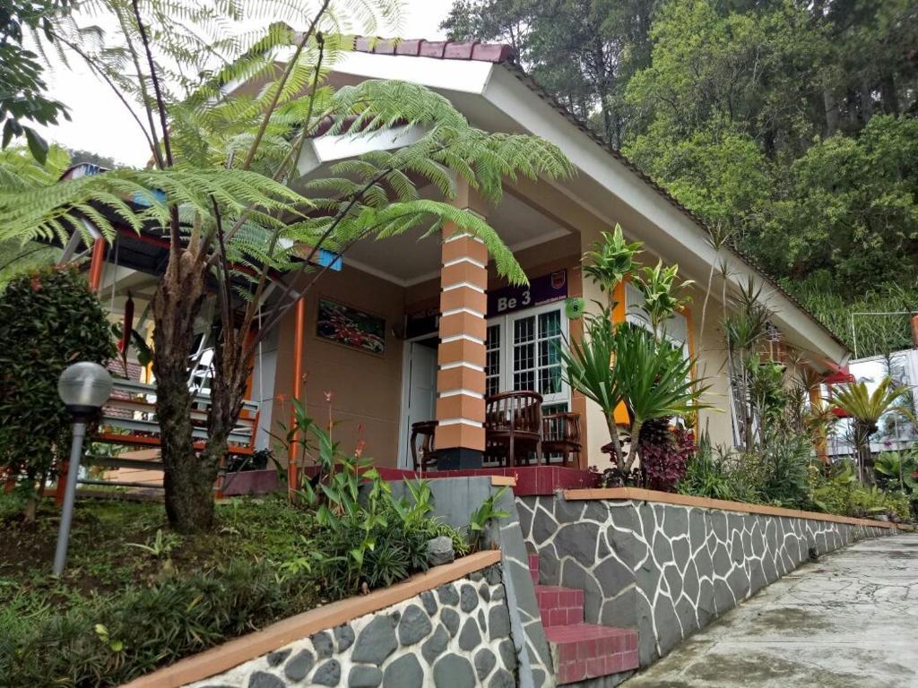 De Rumah Rindu Alam Batu Informationen Und Buchungen Online