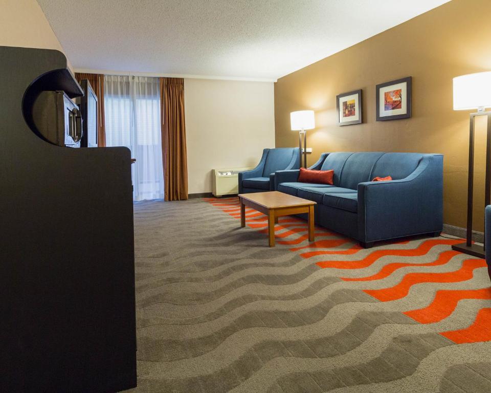 Comfort Inn Amp Suites Airport Syracuse North Syracuse