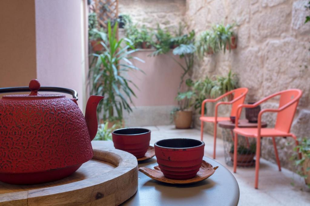HOMEinTOWN Almada - Downtown Elegant Apartment - Terrace AC & WIFI