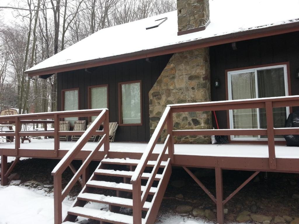 Woodland Modern Cabin close to Skiing, Kalahari Water Park, Camelback and Casino
