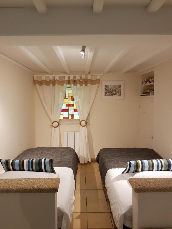 villa theba de chambres d 39 h tes bagnols sur c ze reserve o seu hotel com viamichelin. Black Bedroom Furniture Sets. Home Design Ideas