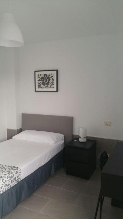 Standard Single Room with Shared Bathroom CIW Hostel