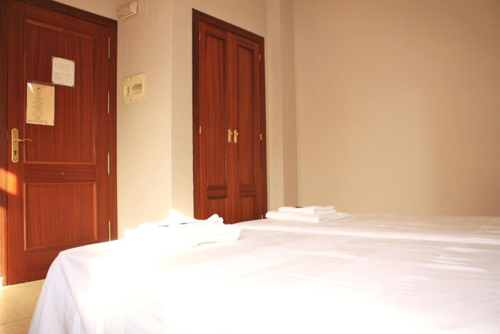 Double or Twin Room with Extra Bed Hostal Carlos 2