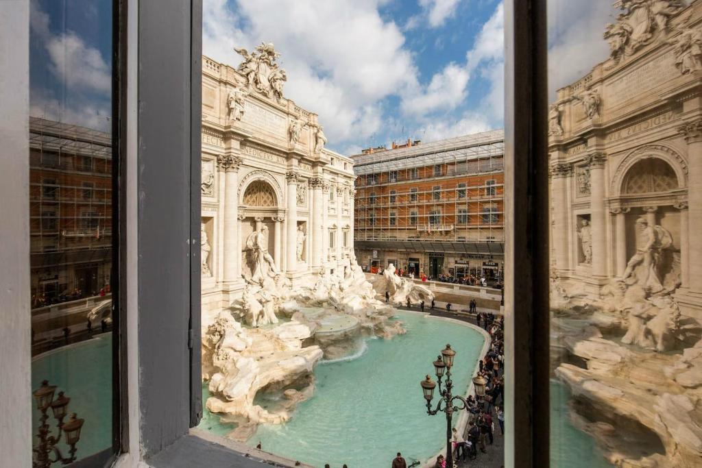 Unique Home View Trevi Fountain