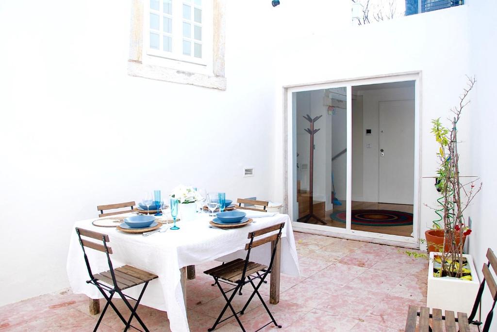 Bairro Alto apartment with a large patio