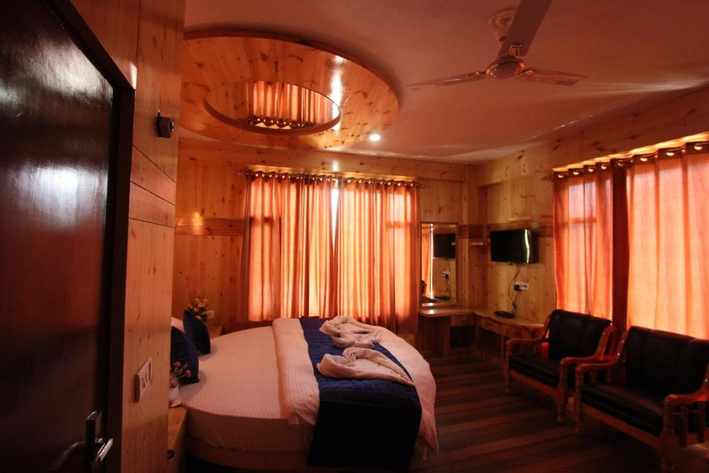 Superior Double Room Chatanya Cottage by MTMC Rooms