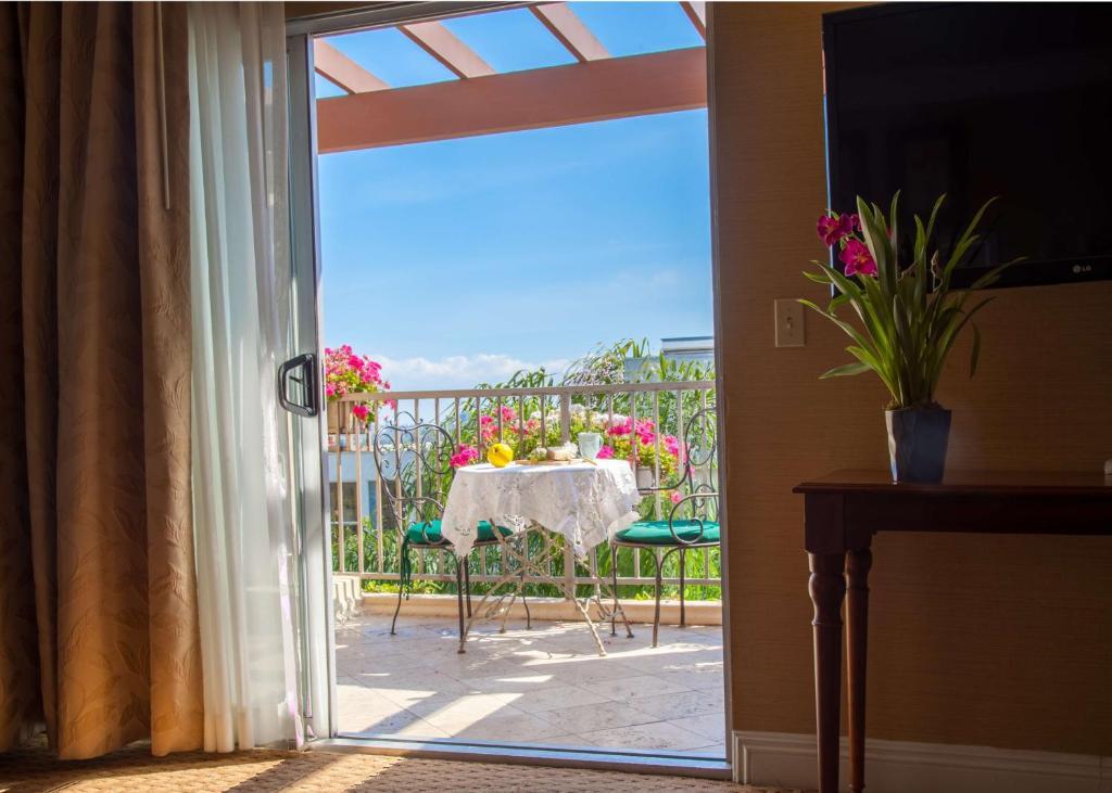 Best Western Plus Sunset Plaza Hotel Photo #12