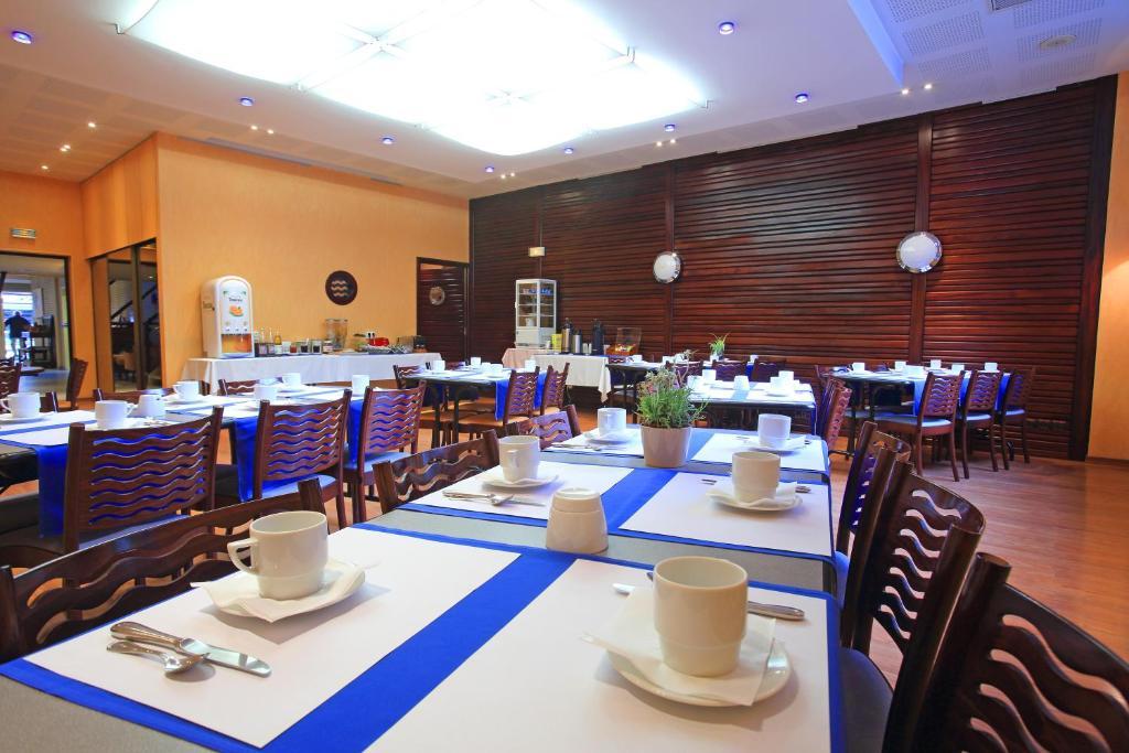 h tel restaurant l 39 hirondelle dunkirk book your hotel with viamichelin. Black Bedroom Furniture Sets. Home Design Ideas