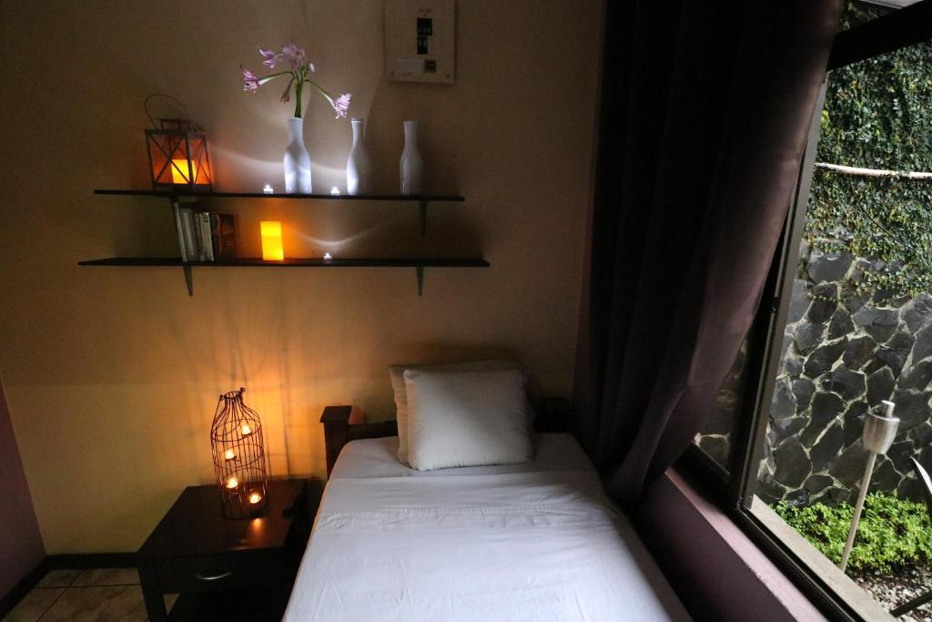 Single Room with Private Bathroom Hotel Casa Aura