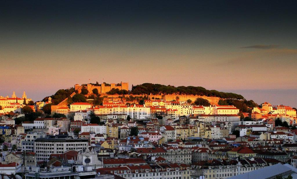 Chiado Apartment with View to the Castle