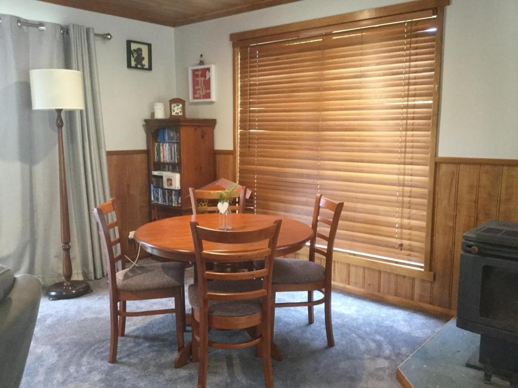 Asimatree B & B and Art Garden - Latrobe - book your hotel with ...