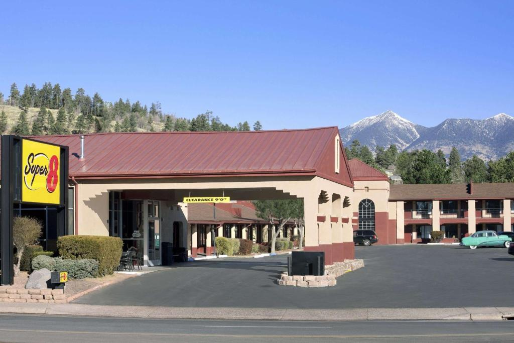 Super 8 by Wyndham NAU/Downtown Conference Center