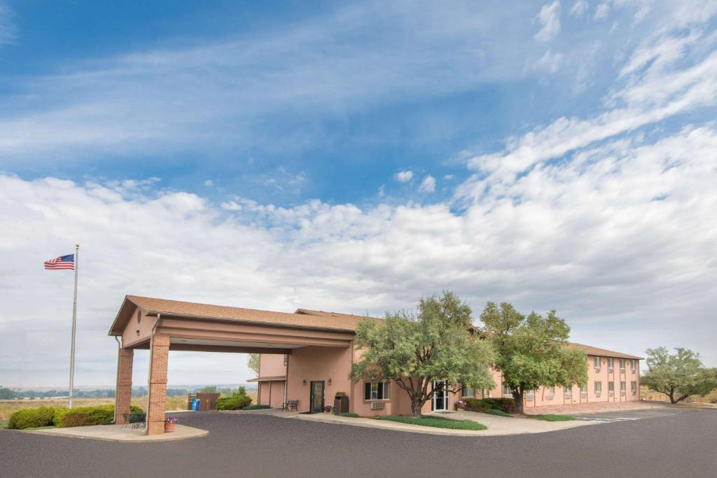 Super 8 by Wyndham Florence Canon City A