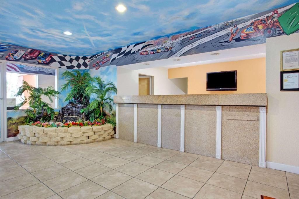 Super  Daytona Beach South Ridgewood