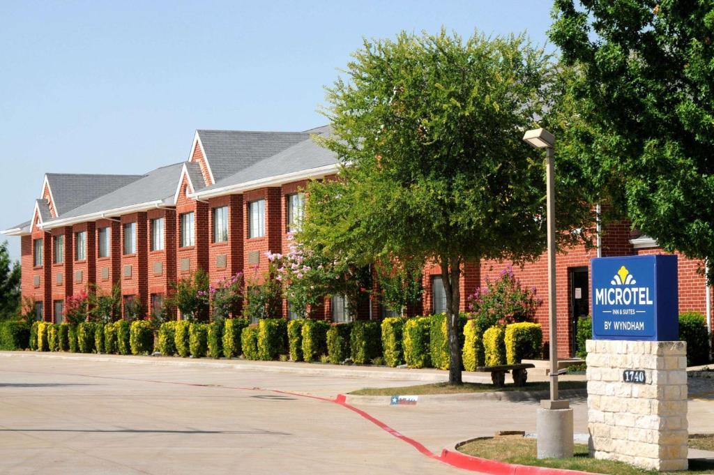 Microtel Inn & Suites by Wyndham Arlington/Dallas Area