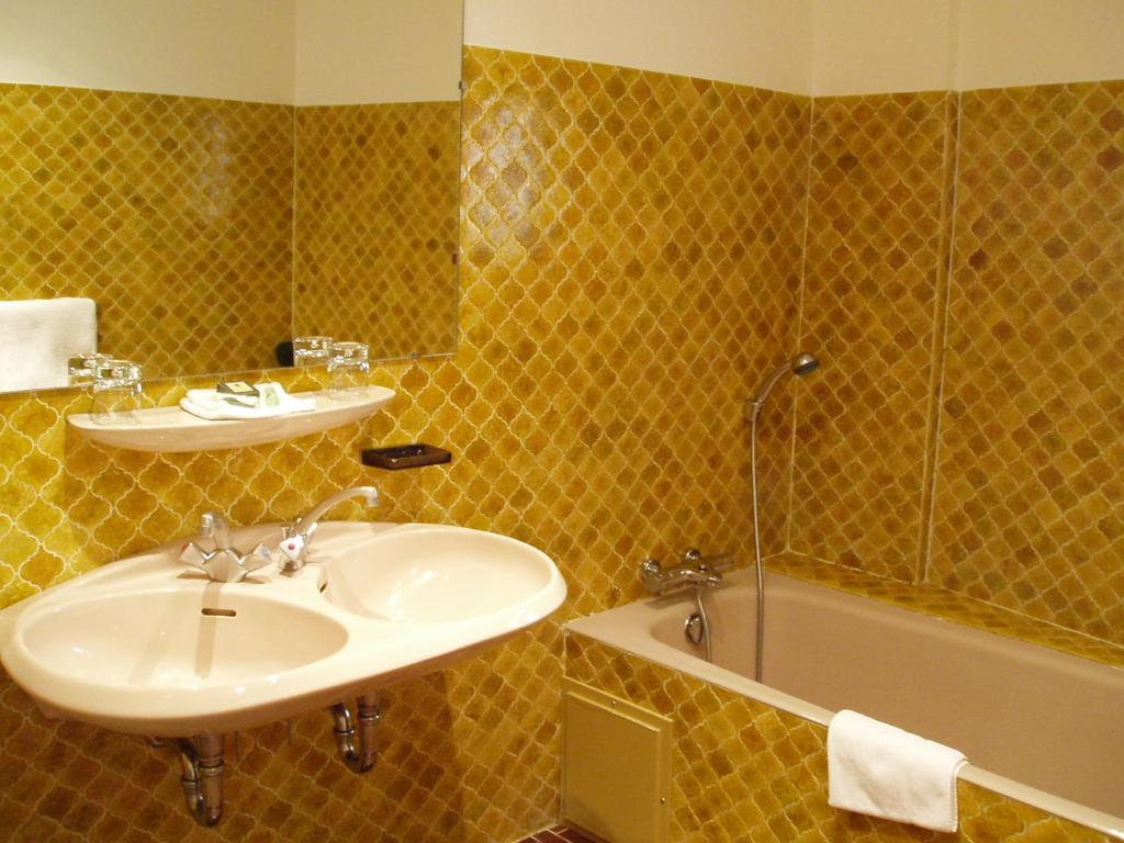 Hotel Restaurant Les Hospitaliers Dieulefit