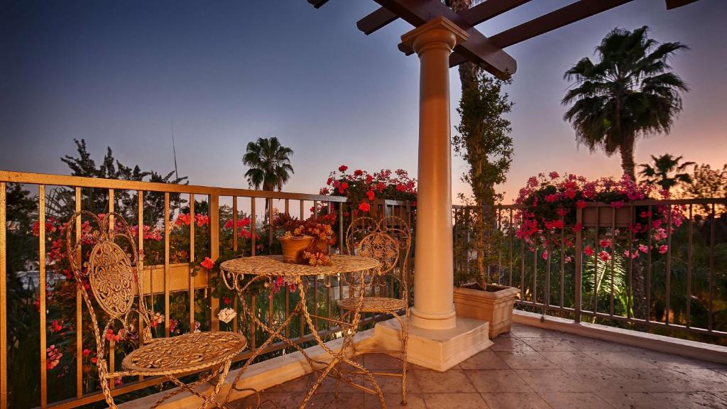 Best Western Plus Sunset Plaza Hotel Photo #16
