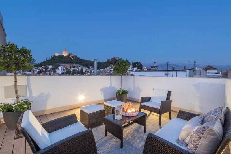 Chezmoihomes Luxury Plaza Nueva Penthouse