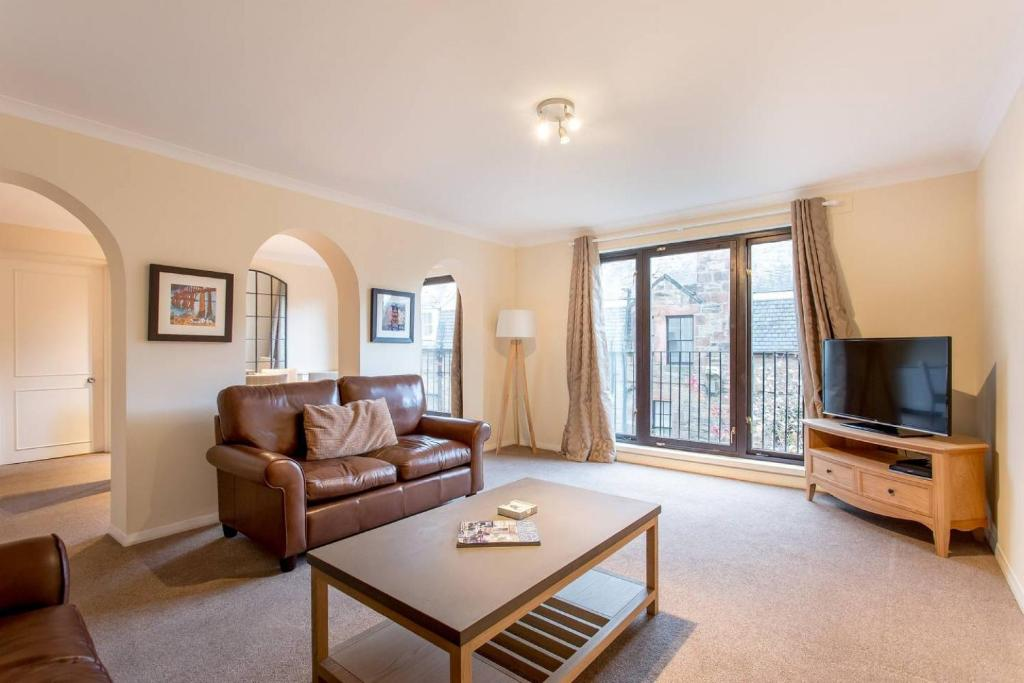 Historic City Centre Apt With Free Secure Parking Apartment In