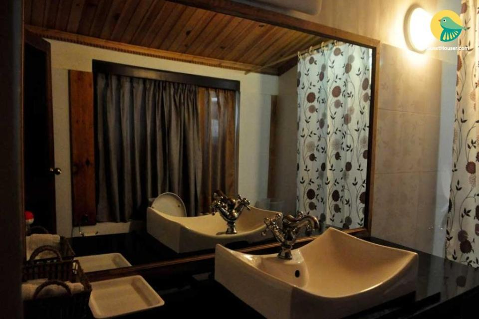 Pet-friendly cotttage in Bhimtal, by GuestHouser 23084