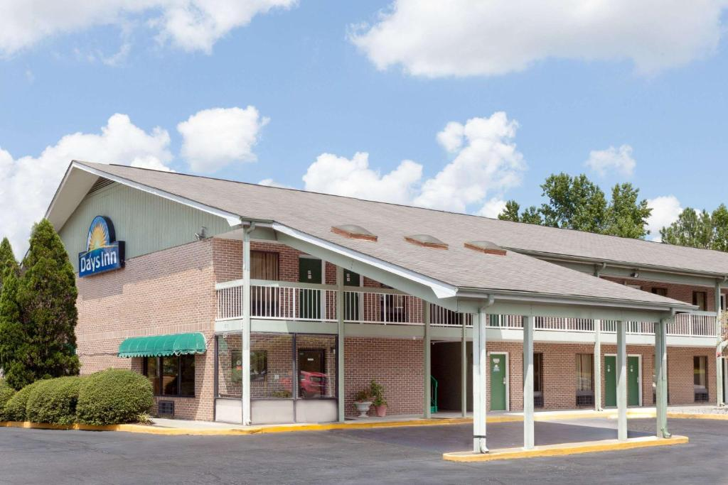 Days Inn by Wyndham Columbia NE Fort Jackson