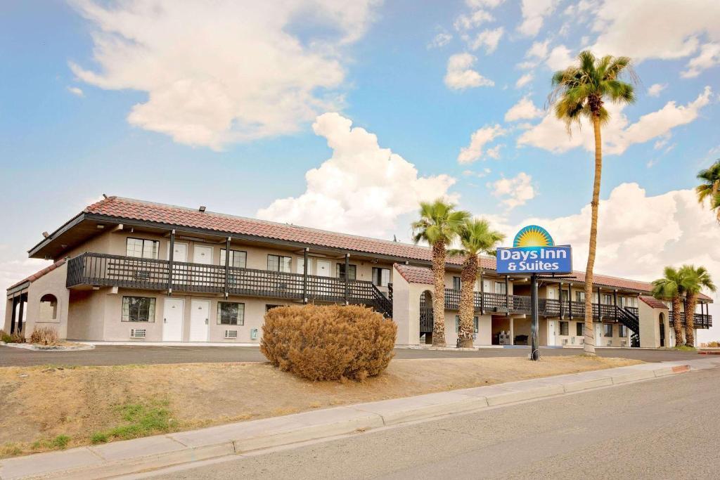 Days Inn & Suites by Wyndham Needles