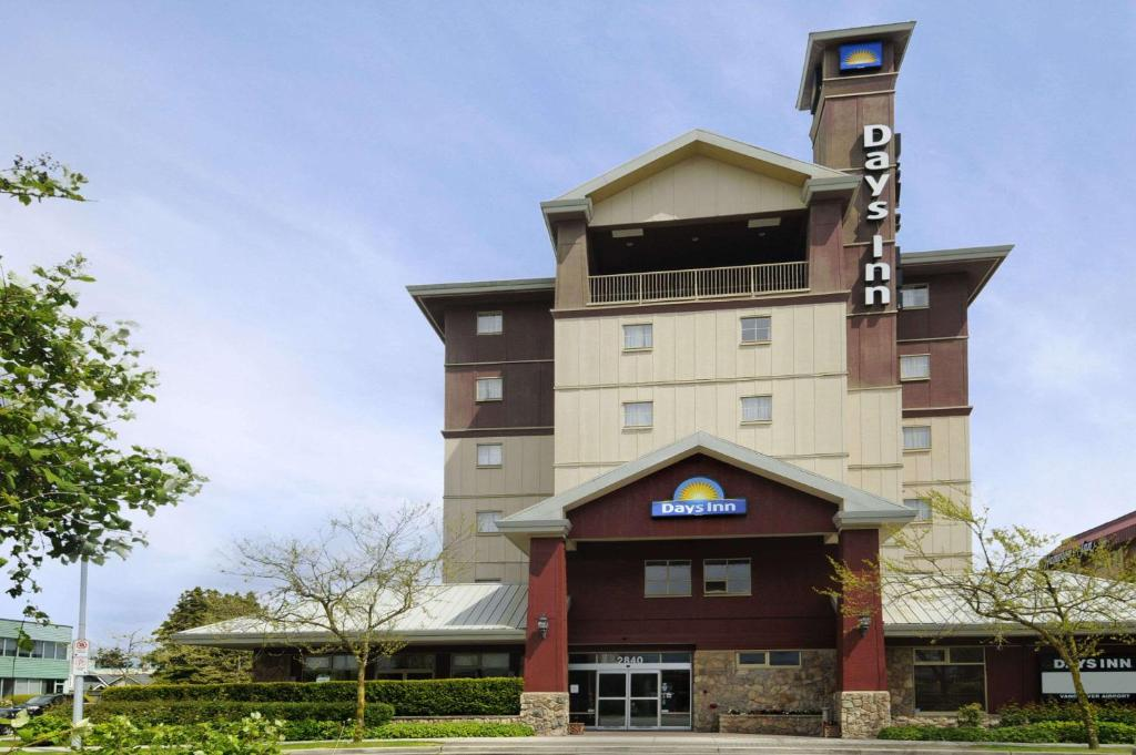 Book Now Days Inn - Vancouver Airport (Richmond, Canada). Rooms Available for all budgets. Free airport shuttle service and a location with good access to highways and rapid transit make Days Inn Vancouver Airport a convenient place for our guests to stop over. This
