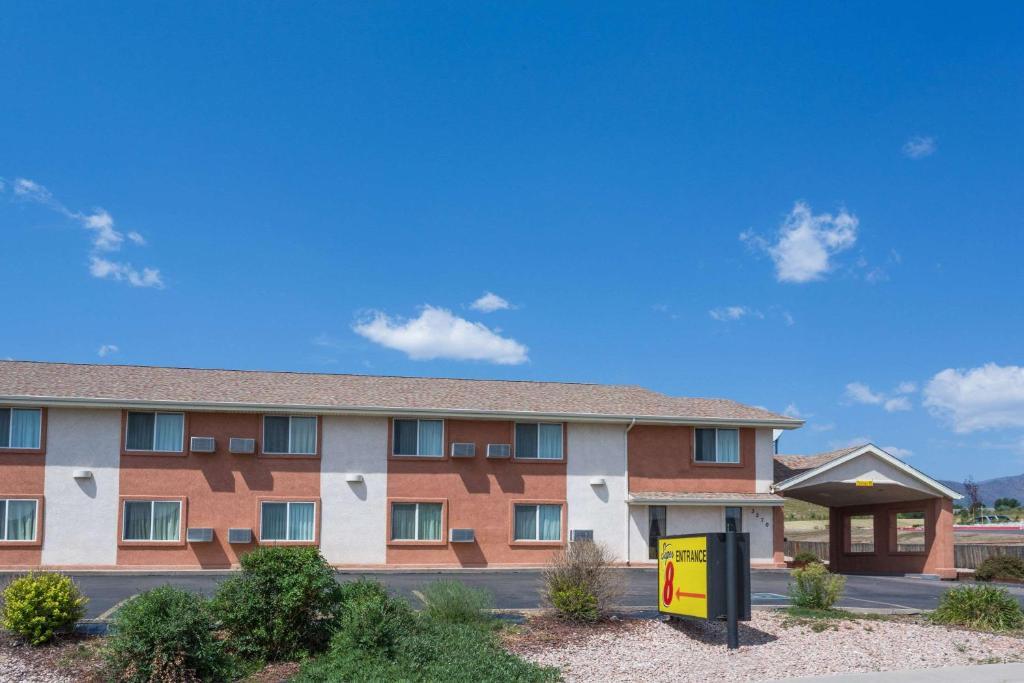 Super 8 by Wyndham Colorado Springs/Chestnut Street