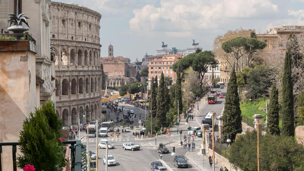 Rental in Rome Colosseo View Luxury