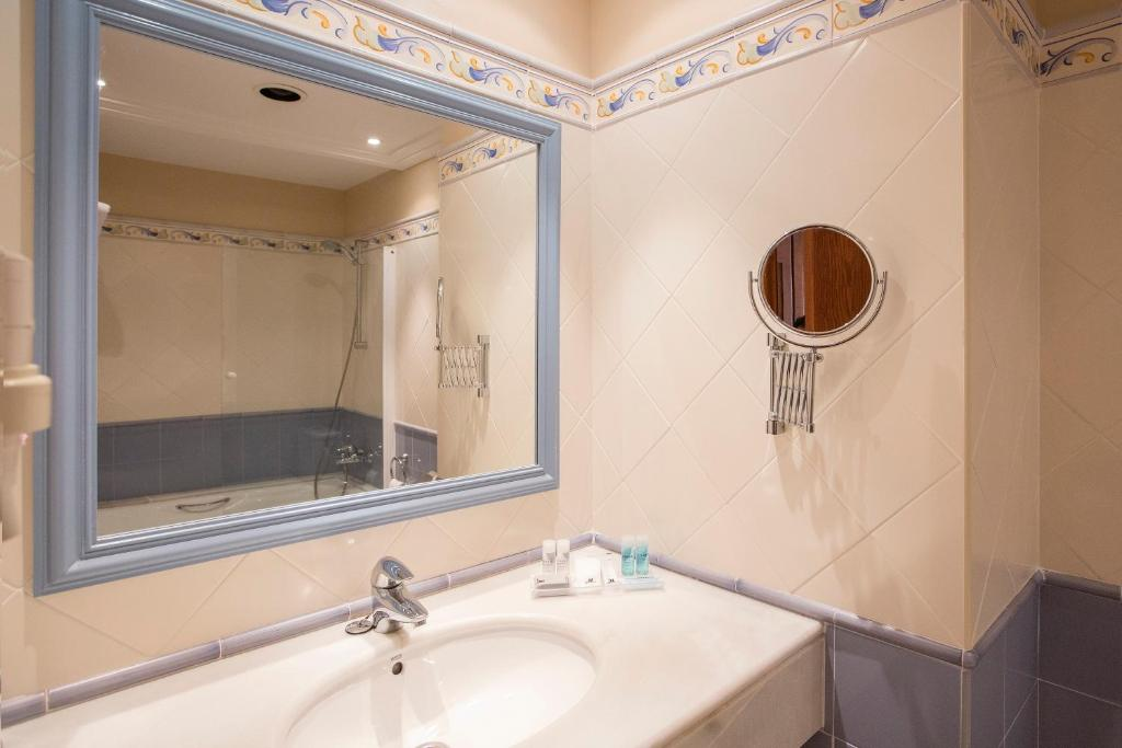 Double or Twin Room (2 Adults) Hipotels Barrosa Garden