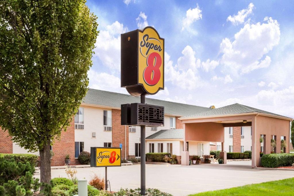 Super 8 by Wyndham Pekin/Peoria Area