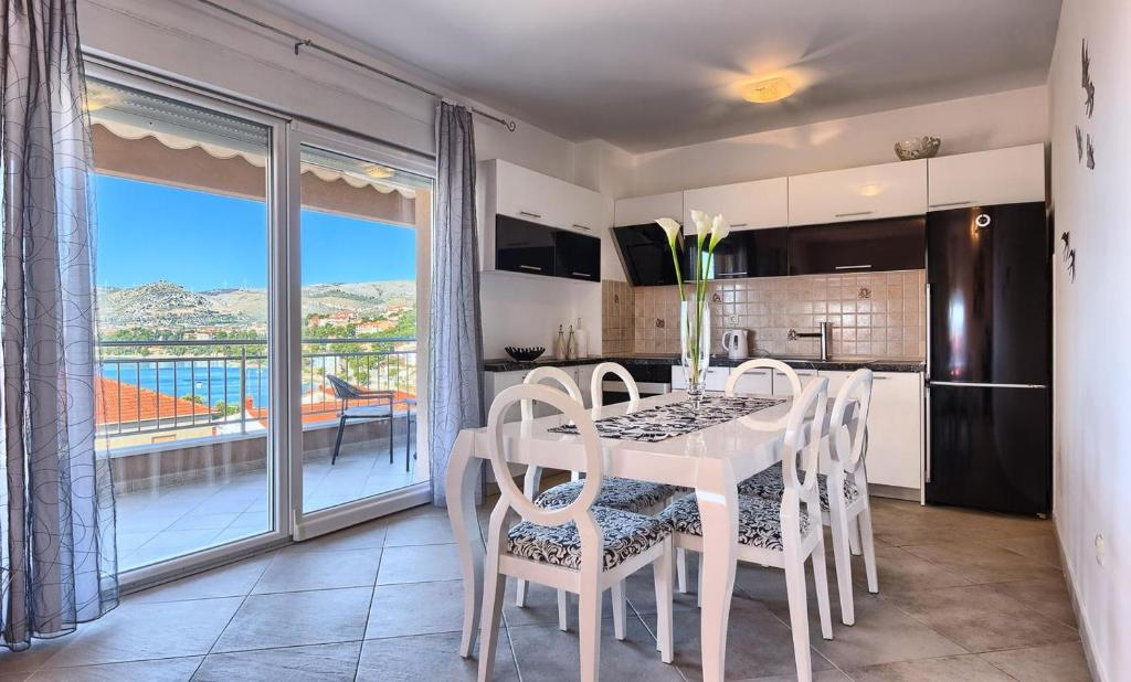 Family friendly apartments with a swimming pool Okrug Gornji, Ciovo - 12377