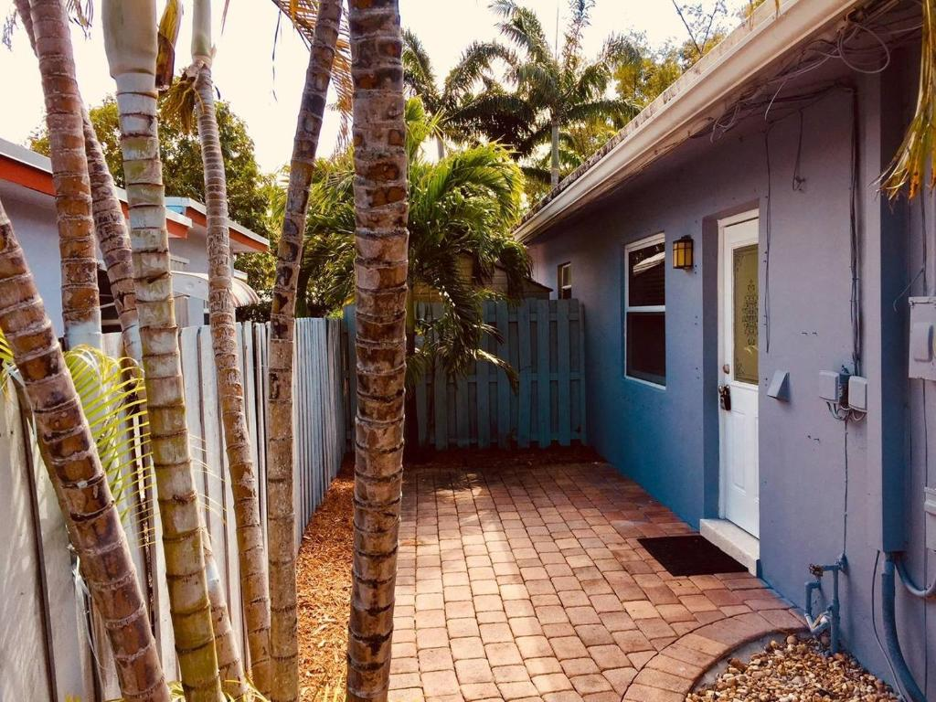 2 Bedroom on Northeast 37th - Fort Lauderdale - book your hotel with ...