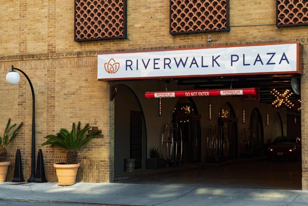 Restaurants Along The Riverwalk In San Antonio Tx