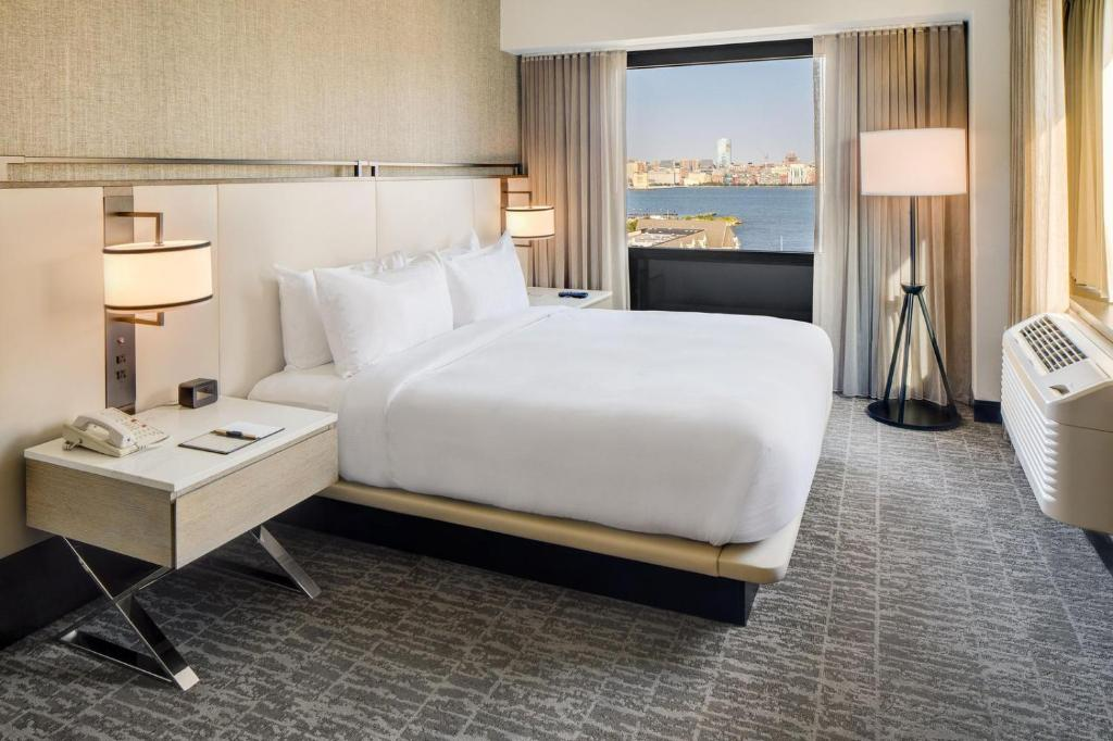 DoubleTree by Hilton Hotel & Suites Jersey City Photo #6