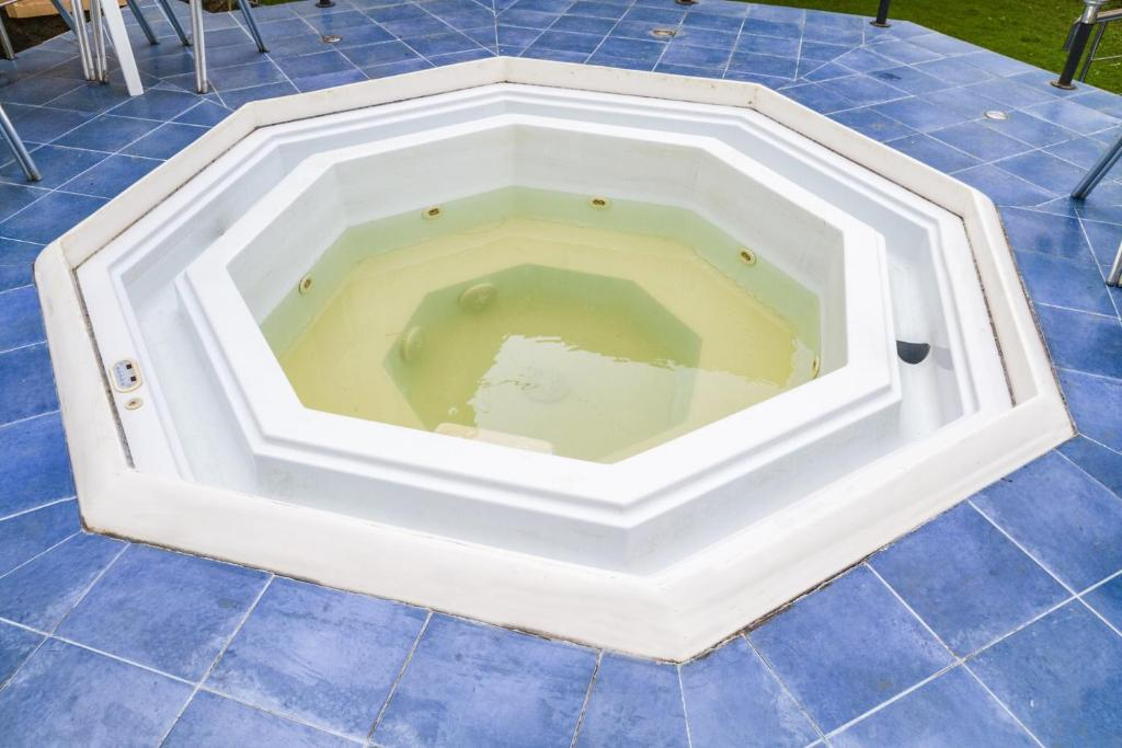 Villa with Jacuzzi in Lonavala, by GuestHouser 39835