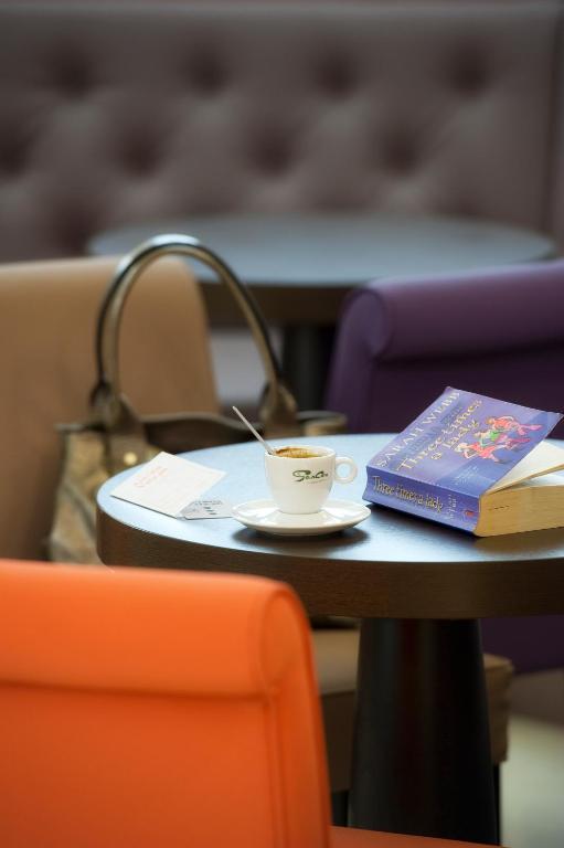 Hotels the originals lourdes astoria vatican ex inter hotel r servation gratuite sur viamichelin - Bureau de change lourdes ...