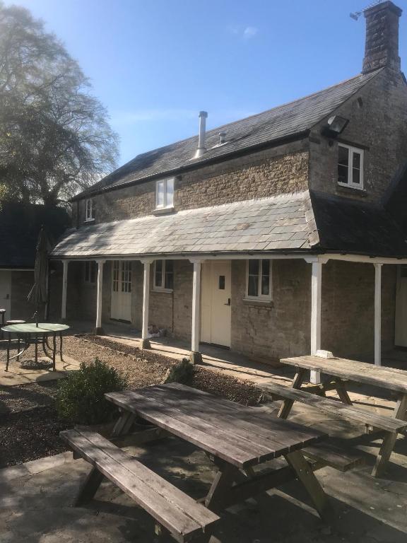Merrymouth Inn