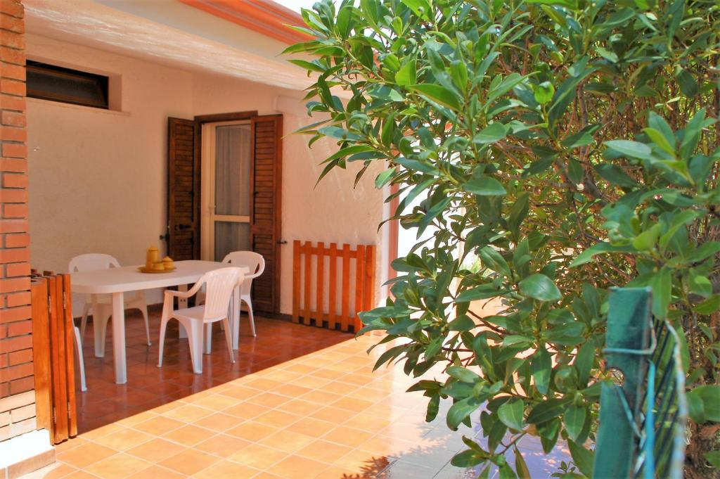 Lucia Holiday House Porto Pino img1