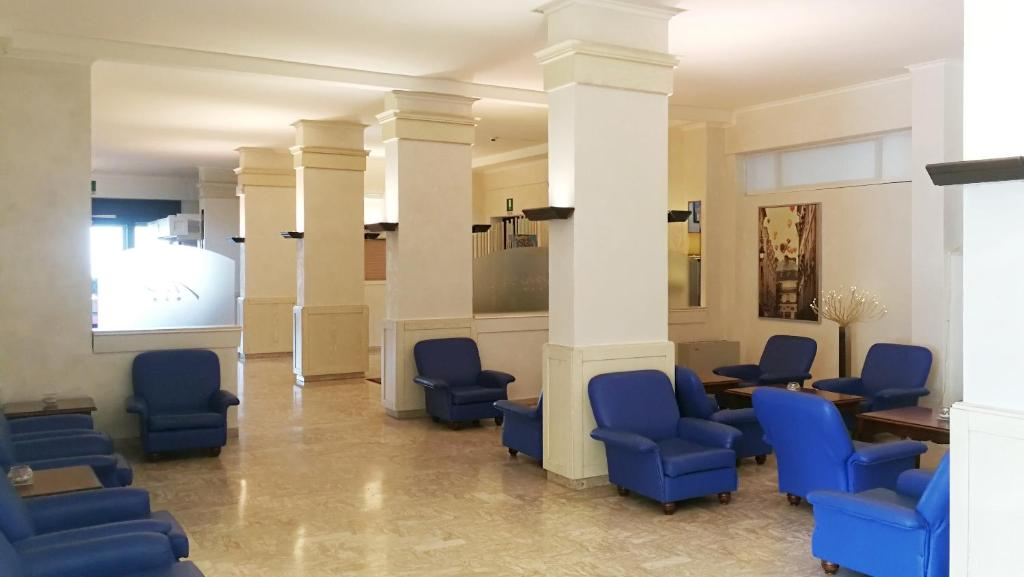 Appartamenti montmartre rimini prenotazione on line - Bagno 46 rimini ...