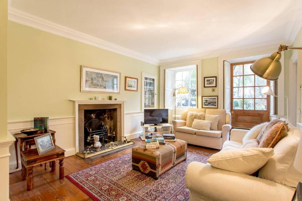 ALTIDO Idyllic Calton Hill Cottage