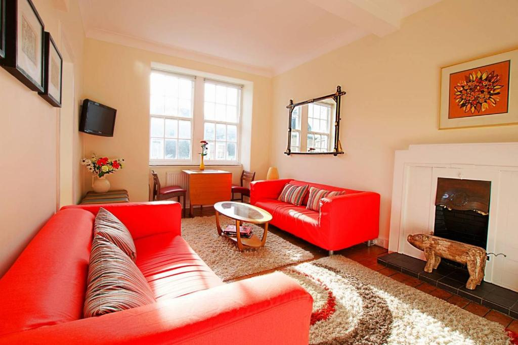ALTIDO Quirky New Town Flat