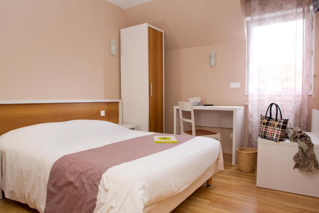 Double Room L'Auberge Picarde