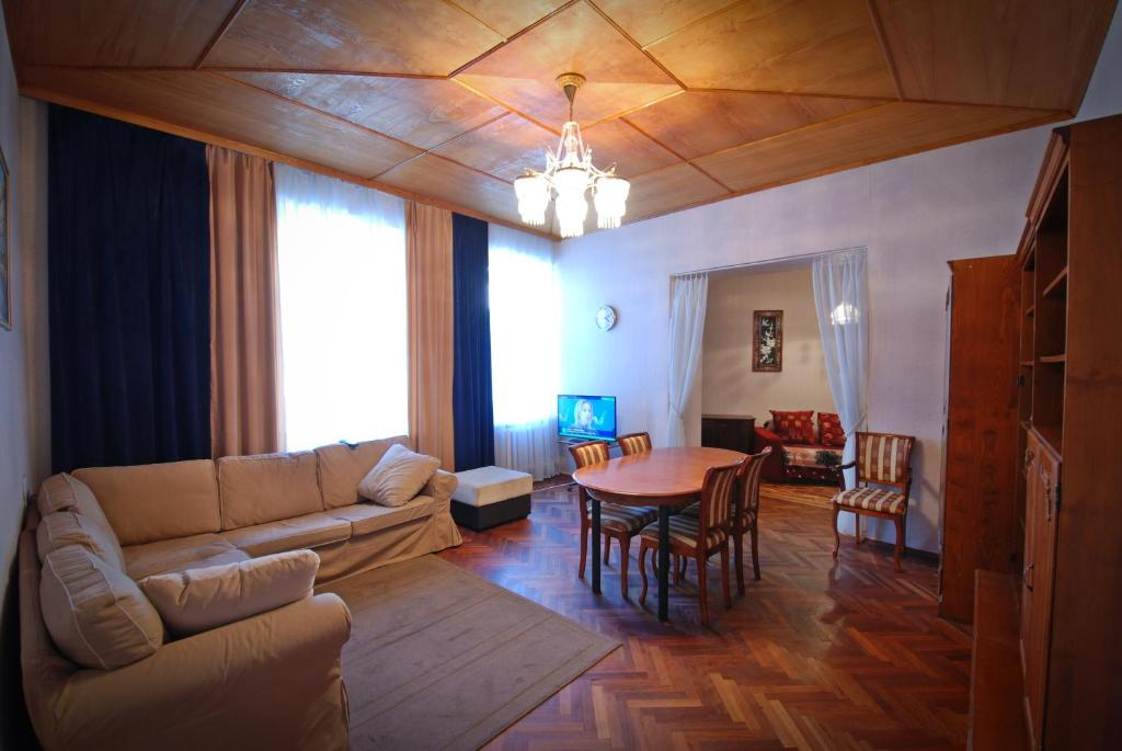 130 m appartment near Dvortsovaya square and Hermitage