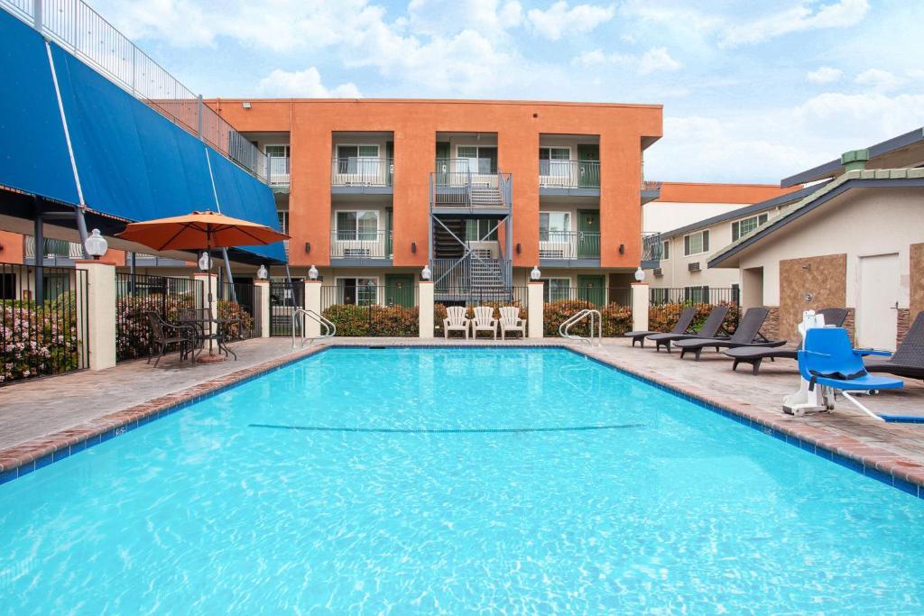 Travelodge Inn Amp Suites By Wyndham Anaheim On Disneyland Dr R 233 Servation Gratuite Sur Viamichelin
