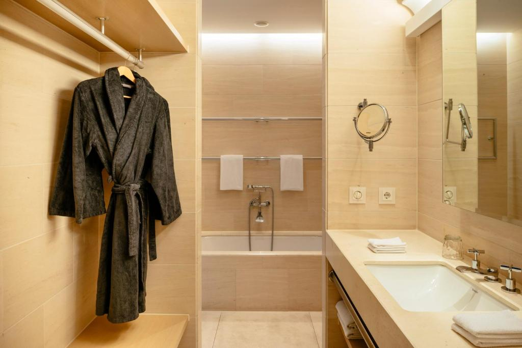 vienna house qf hotel dresden dresden online booking viamichelin. Black Bedroom Furniture Sets. Home Design Ideas