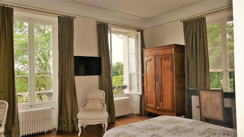 chambres d 39 h tes au ch teau de preuil saint amand montrond online booking viamichelin. Black Bedroom Furniture Sets. Home Design Ideas